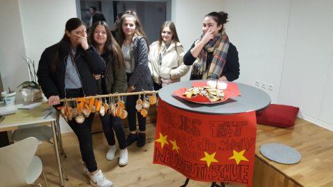 """Soziales Engagement der SMV Neugreuthschule bei der Aktion """"Wunschbaum"""" der Stadt Metzingen"""