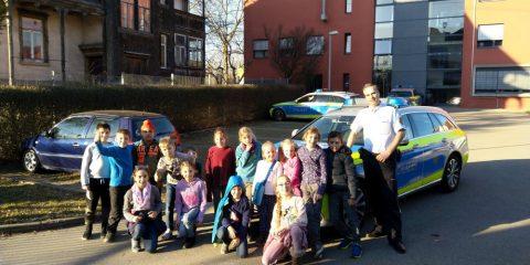 Schüler der Neugreuthschule zu Besuch auf dem Metzinger Polizeirevier