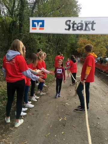 38. Metzinger Waldlauf: 25 junge Läuferinnen und Läufer der Neugreuth Schule waren dabei