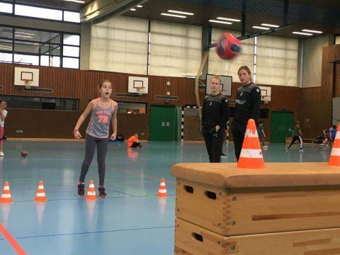 Spiel, Spaß, Tussis – Handballbegeistung pur in der Schönbeinhalle